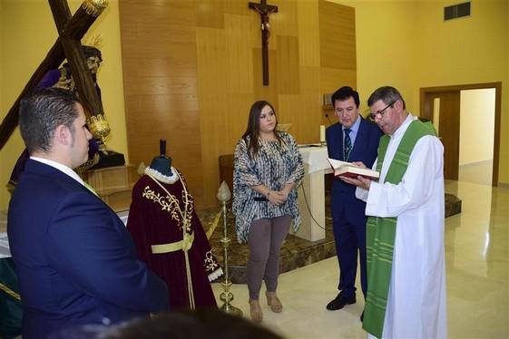 Emotivo acto de la bendici n de las t nicas de capilla para jes s ca do y jes s con la cruz a - Tanatorio valdepenas ...